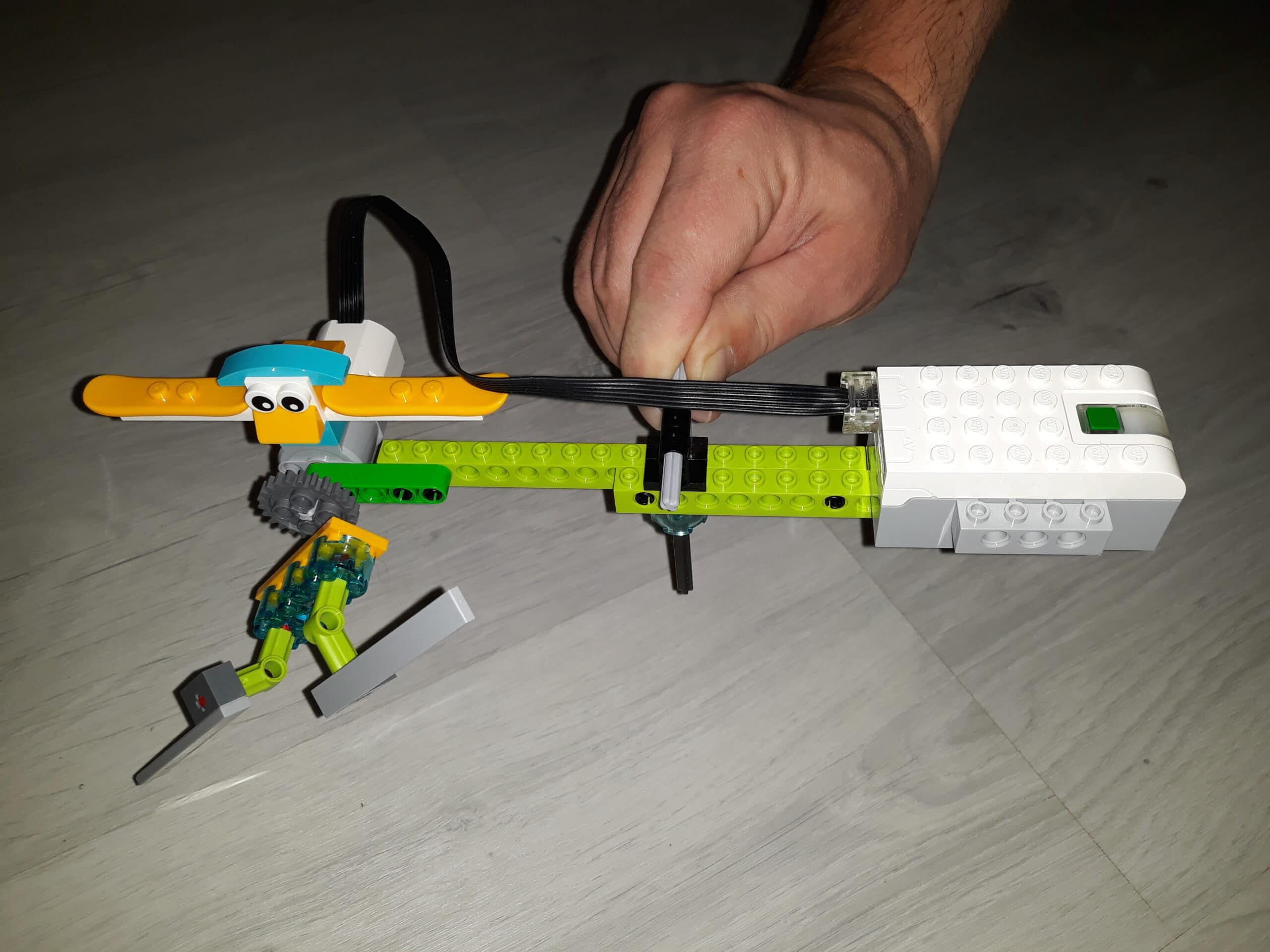 Распределение баланса в инструкции пилот на LEGO Education WeDo 2.0