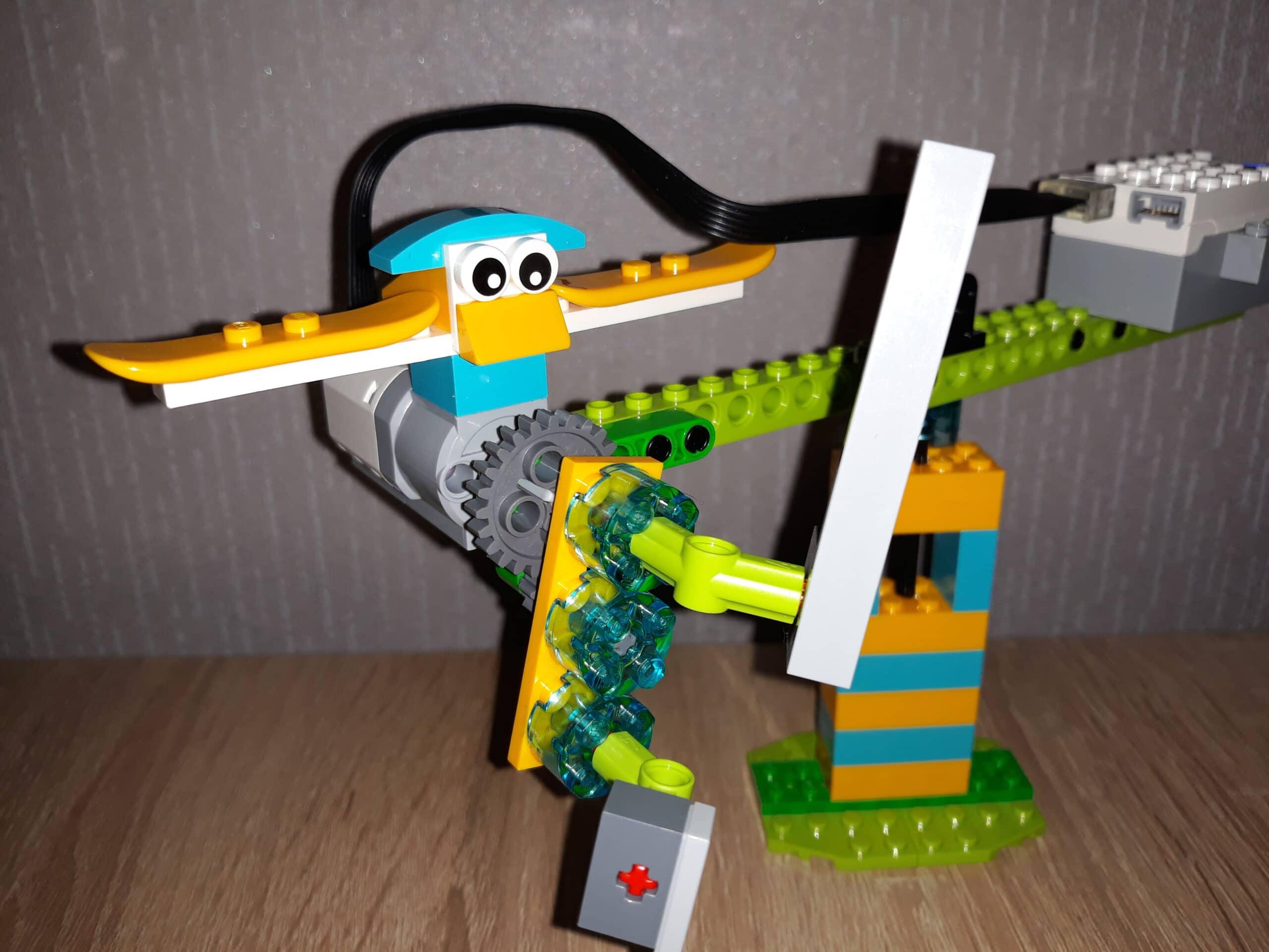 Инструкция по сборке из набора LEGO Education WeDo 2.0 Пилот