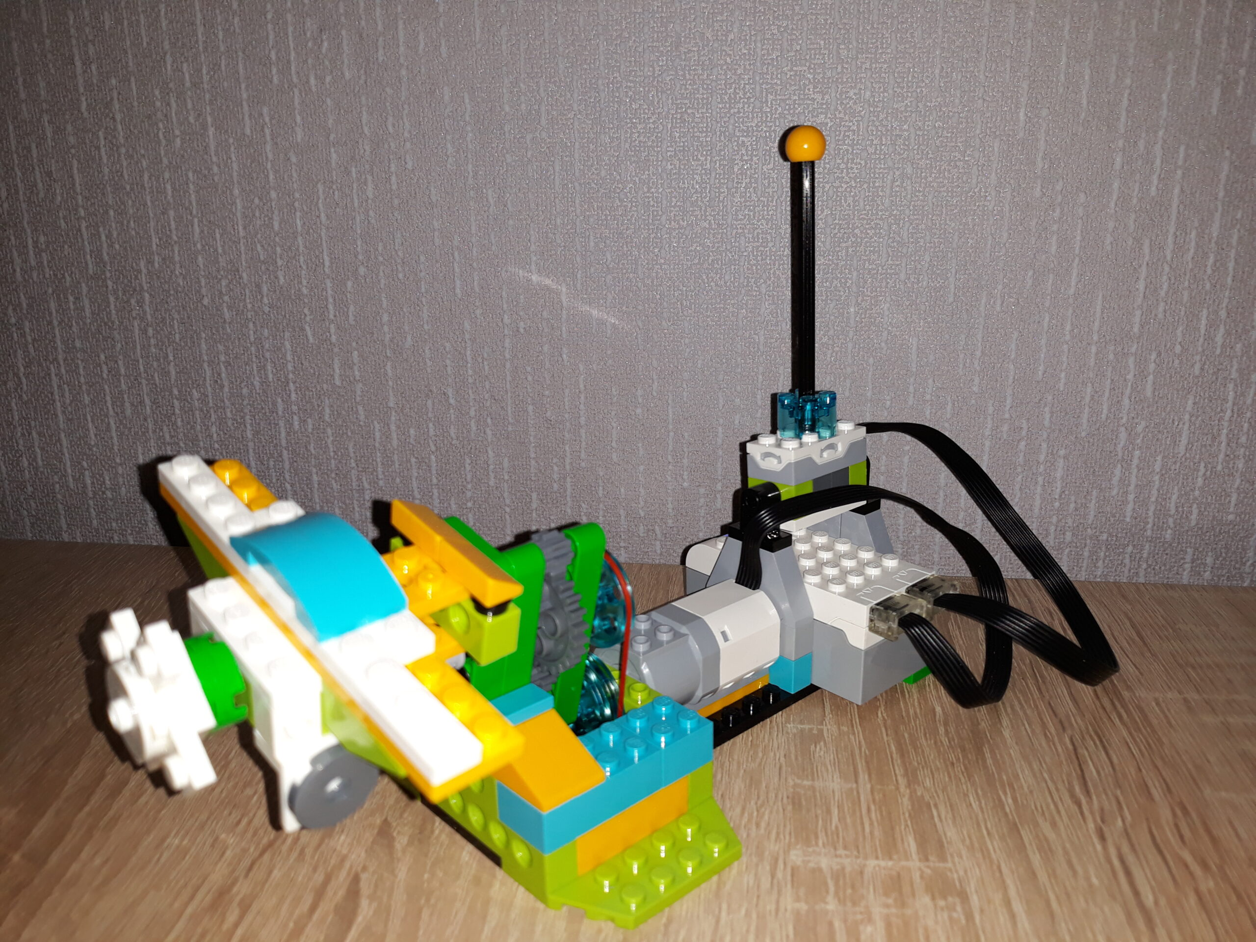 Инструкция по сборке из набора LEGO Education WeDo 2.0 Самолет на виражах