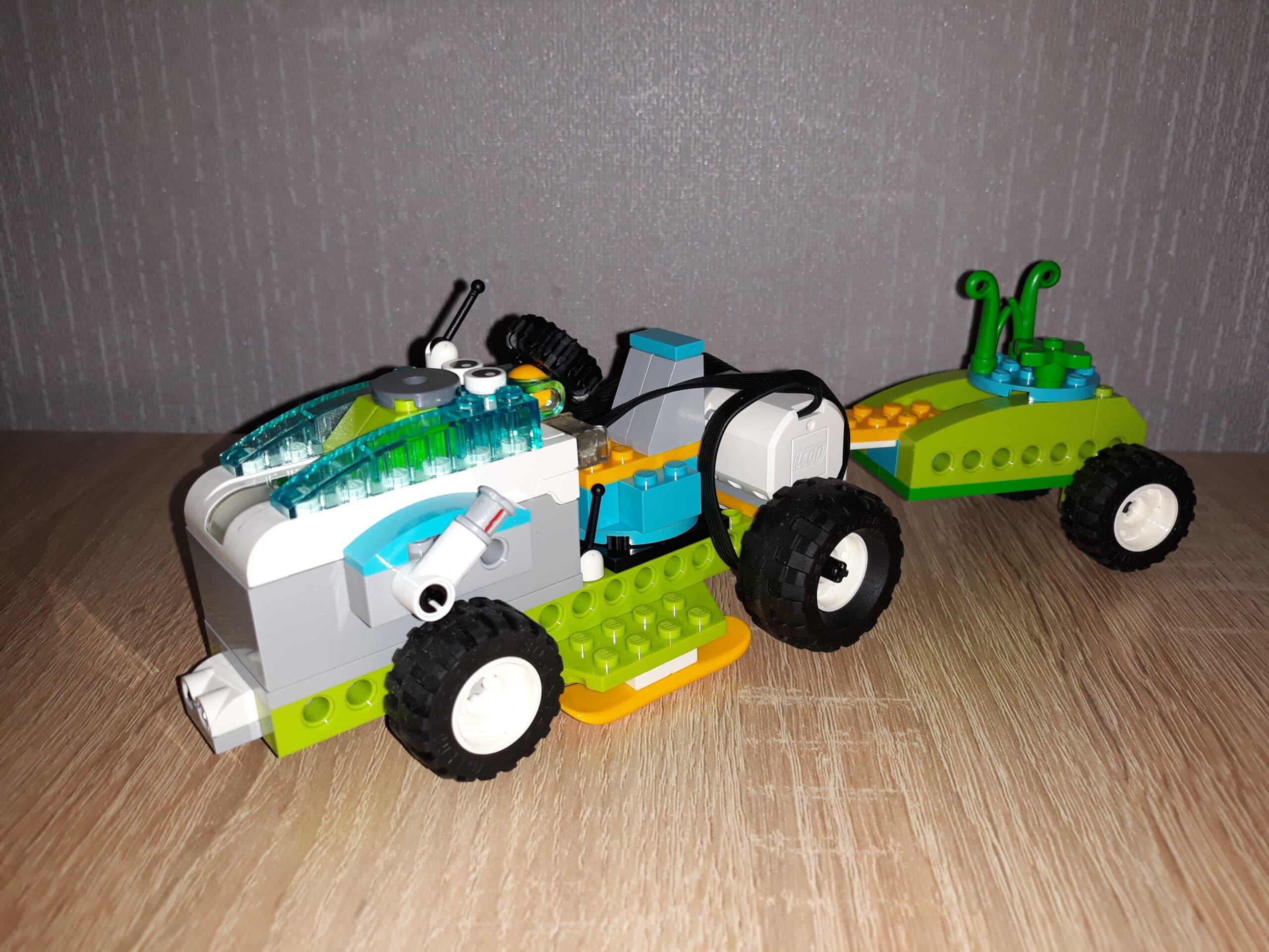 Скачать инструкцию по сборке из набора LEGO Education WeDo 2.0 Трактор с прицепом