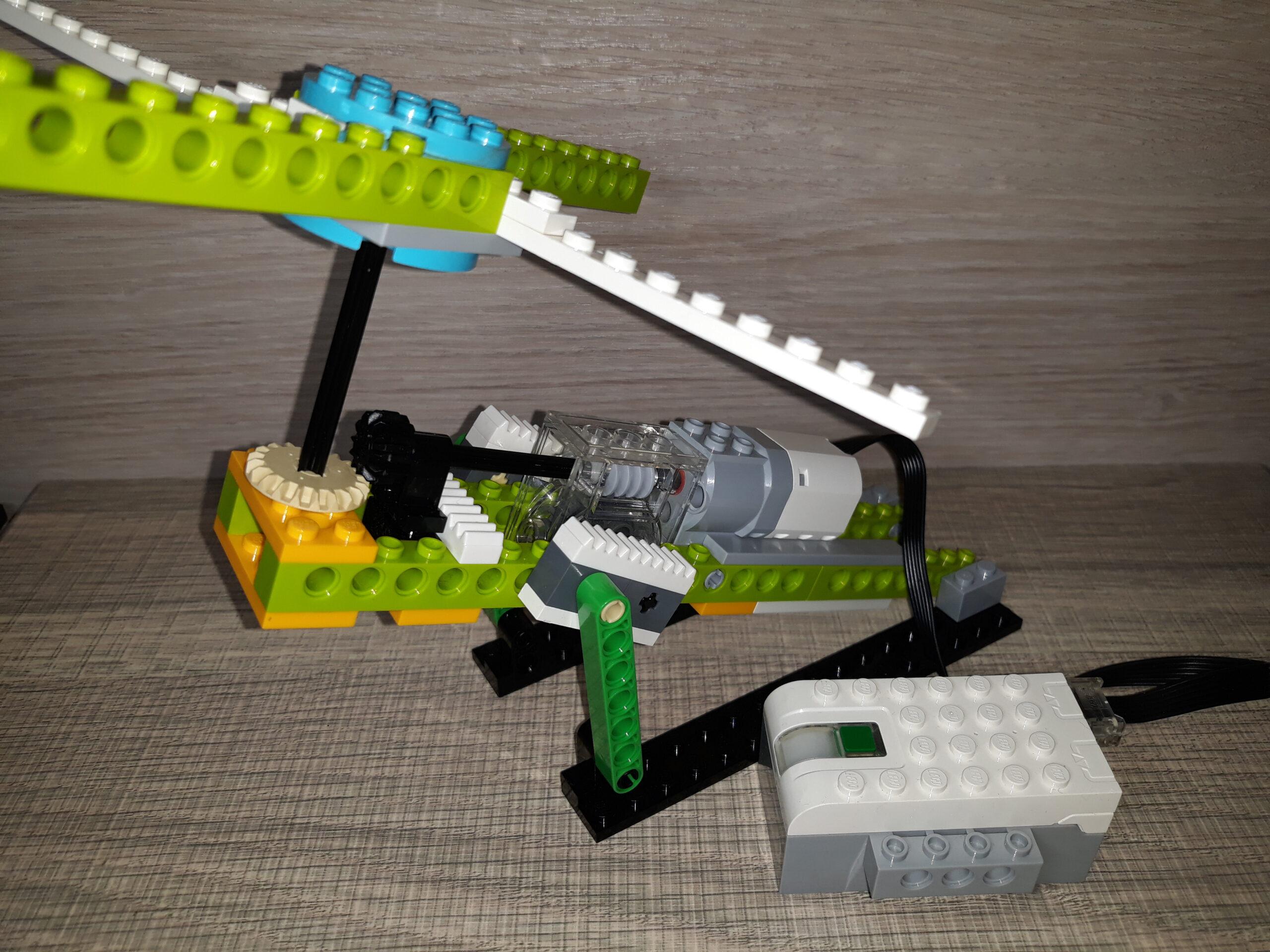 """Инструкция по сборке LEGO WeDo 2.0 """"Карусель"""""""