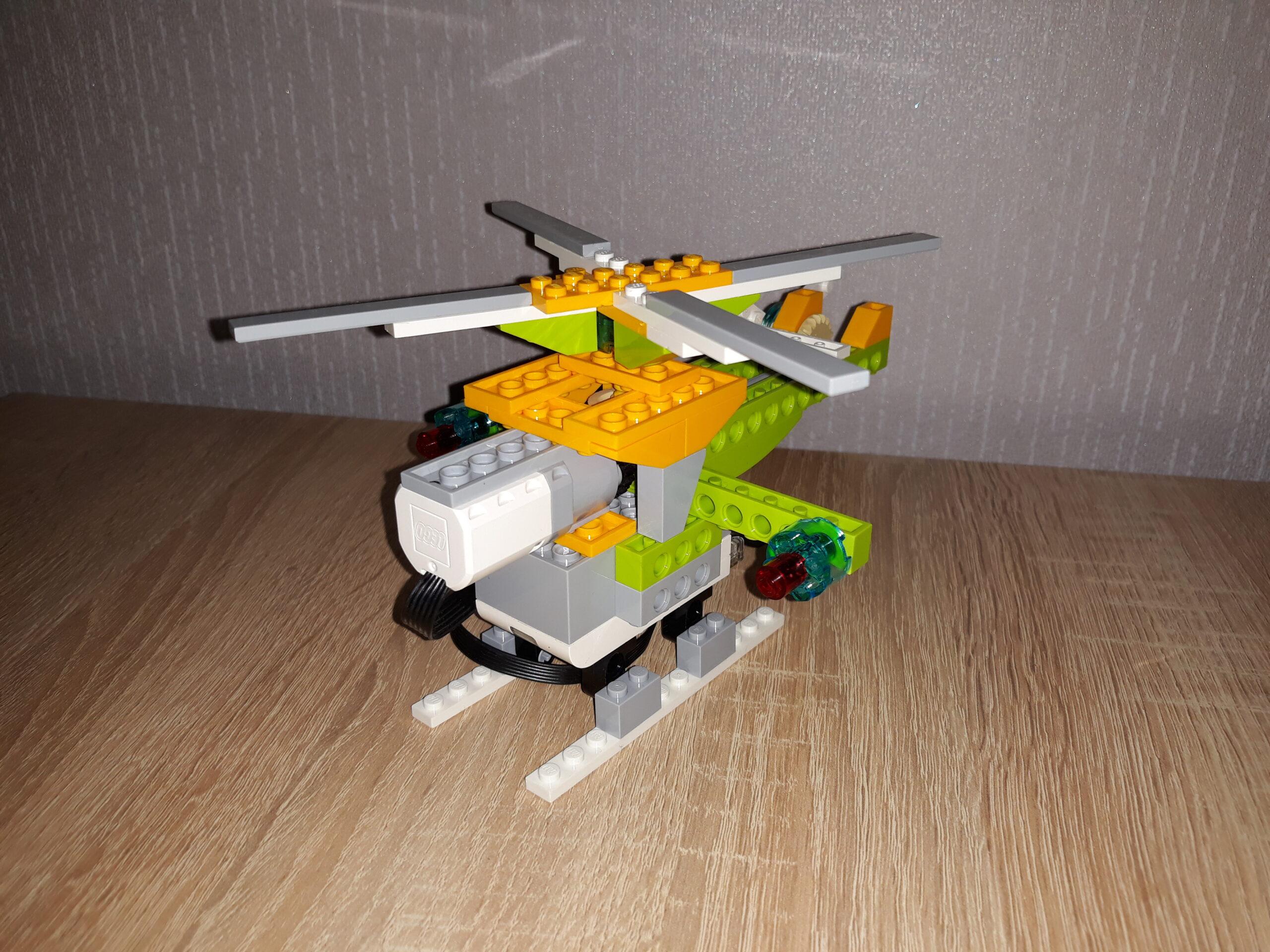 Перед инструкция по сборке из набора LEGO Education WeDo 2.0 Вертолетик