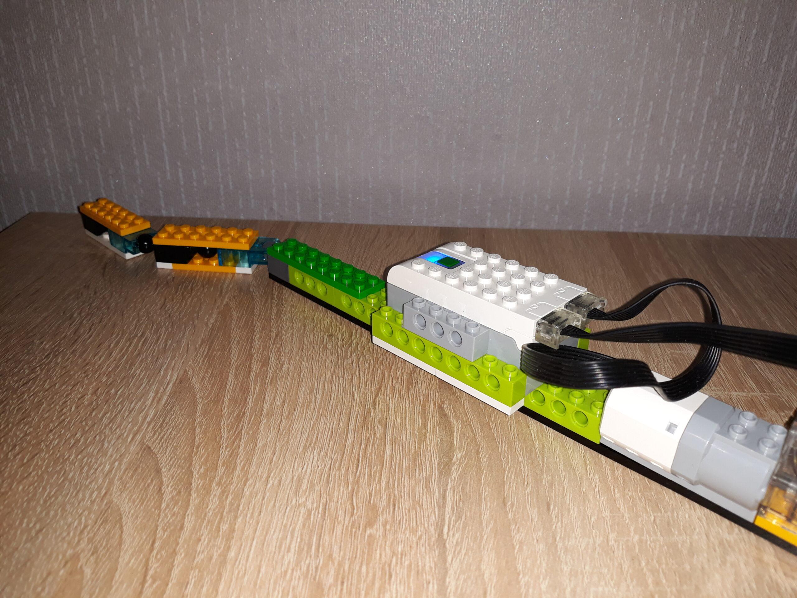 Пошаговая инструкция по сборке из набора LEGO Education WeDo 2.0 Кобра 2