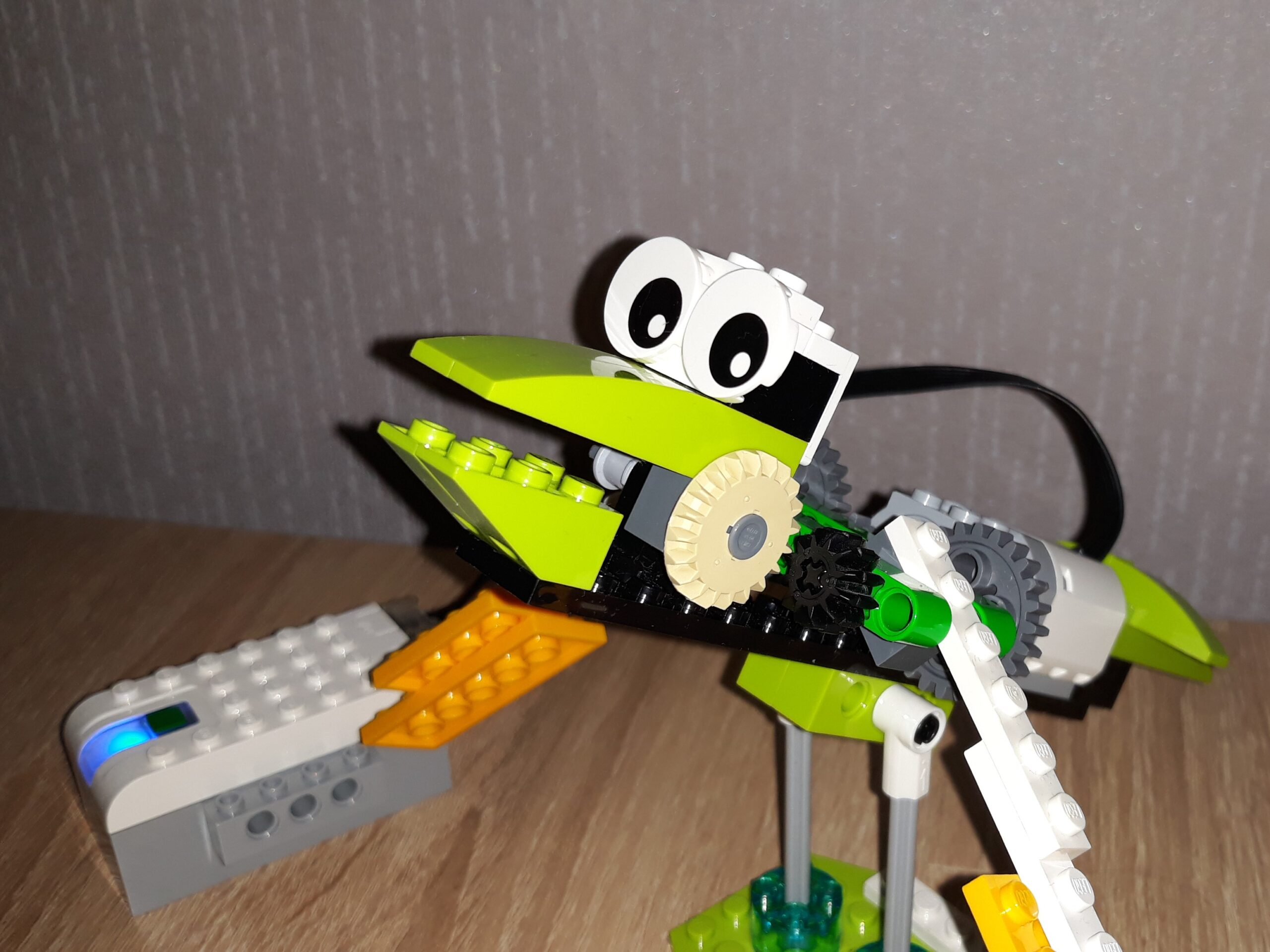 Скачать инструкцию по сборке из набора LEGO Education WeDo 2.0 Птенец