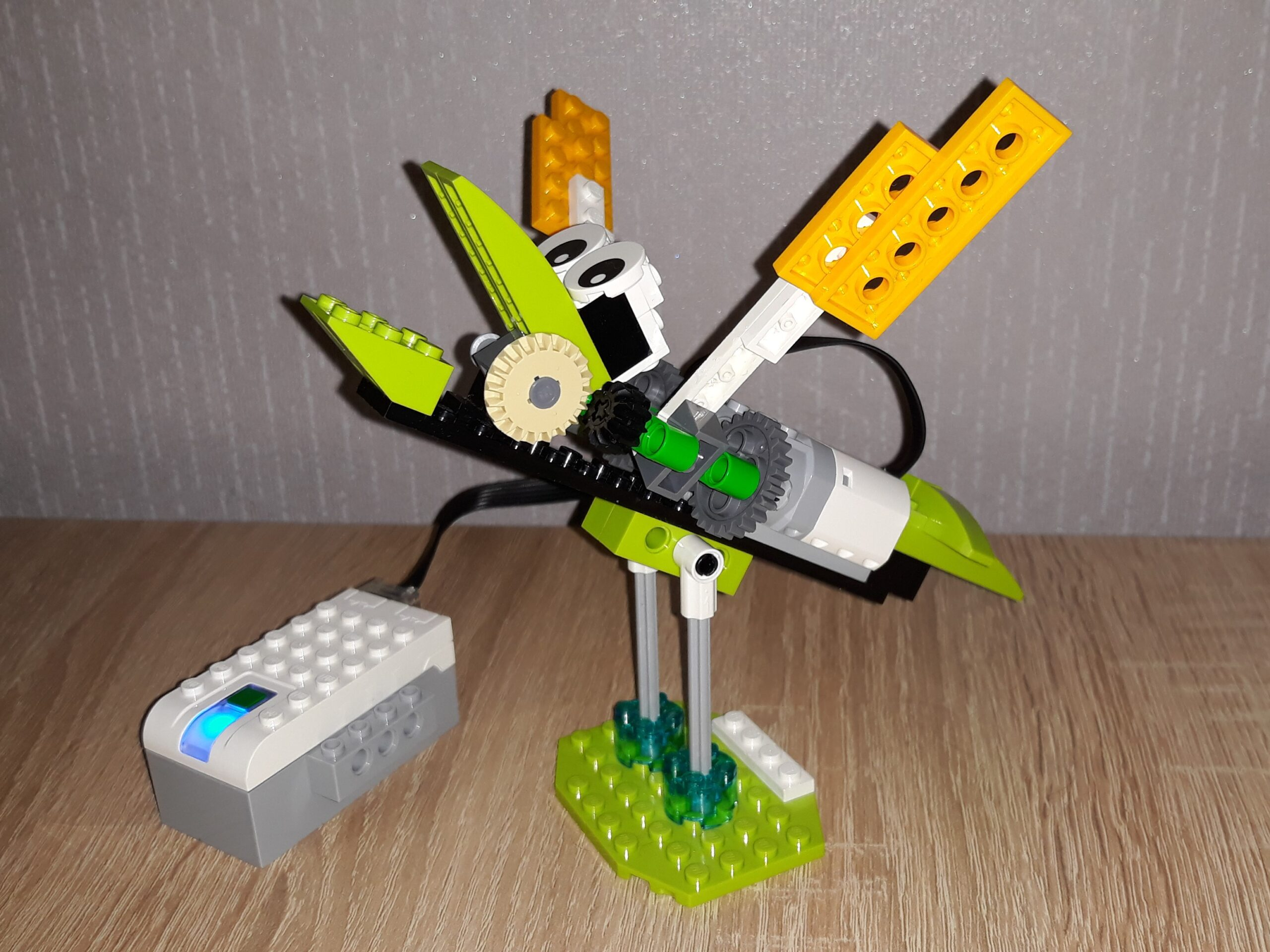 Инструкция по сборке из набора LEGO Education WeDo 2.0 Птенец