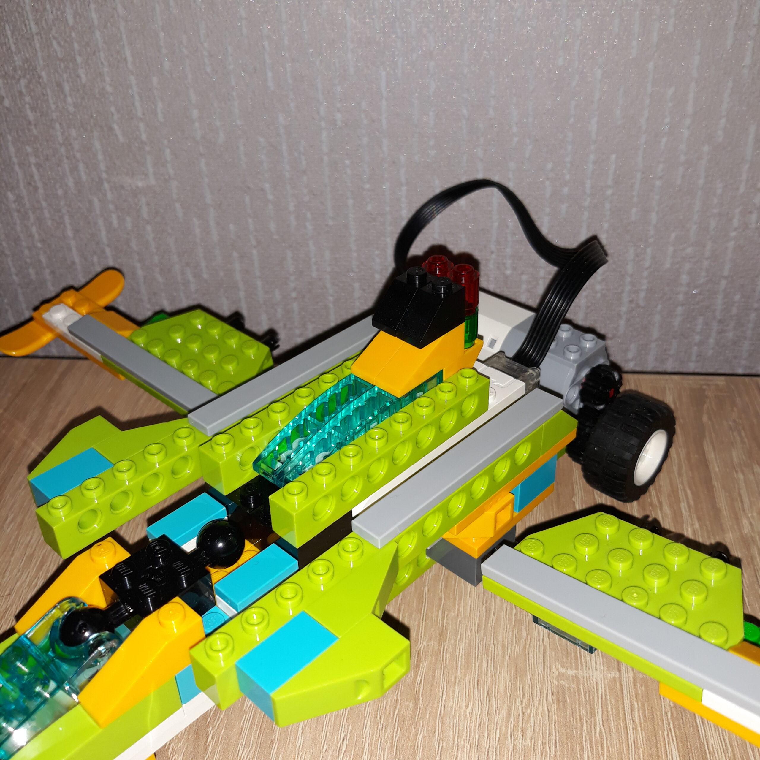 Схема сборки из набора LEGO Education WeDo 2.0 Самолет Jet Fighter