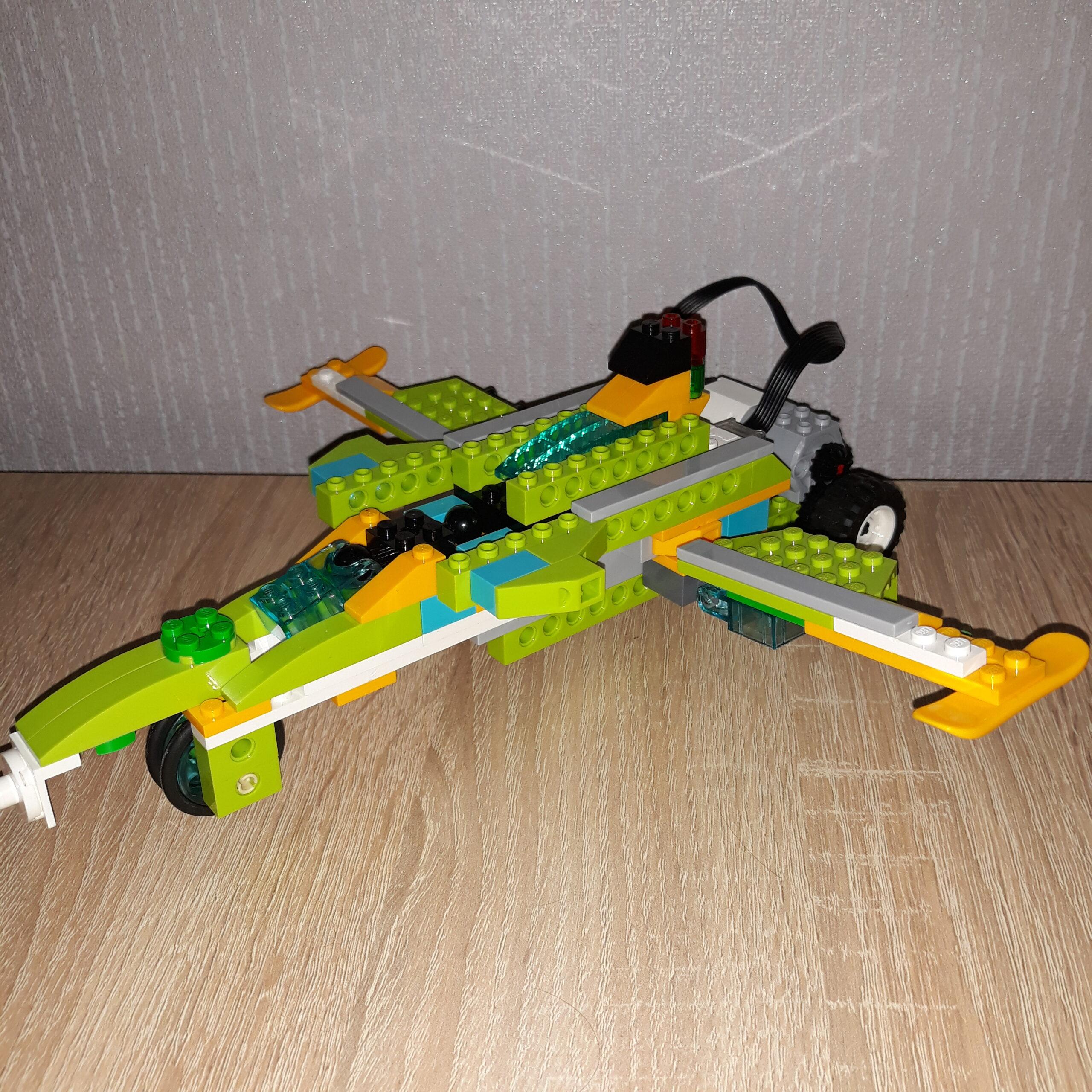 Итоговая схема сборки из набора LEGO Education WeDo 2.0 Самолет Jet Fighter