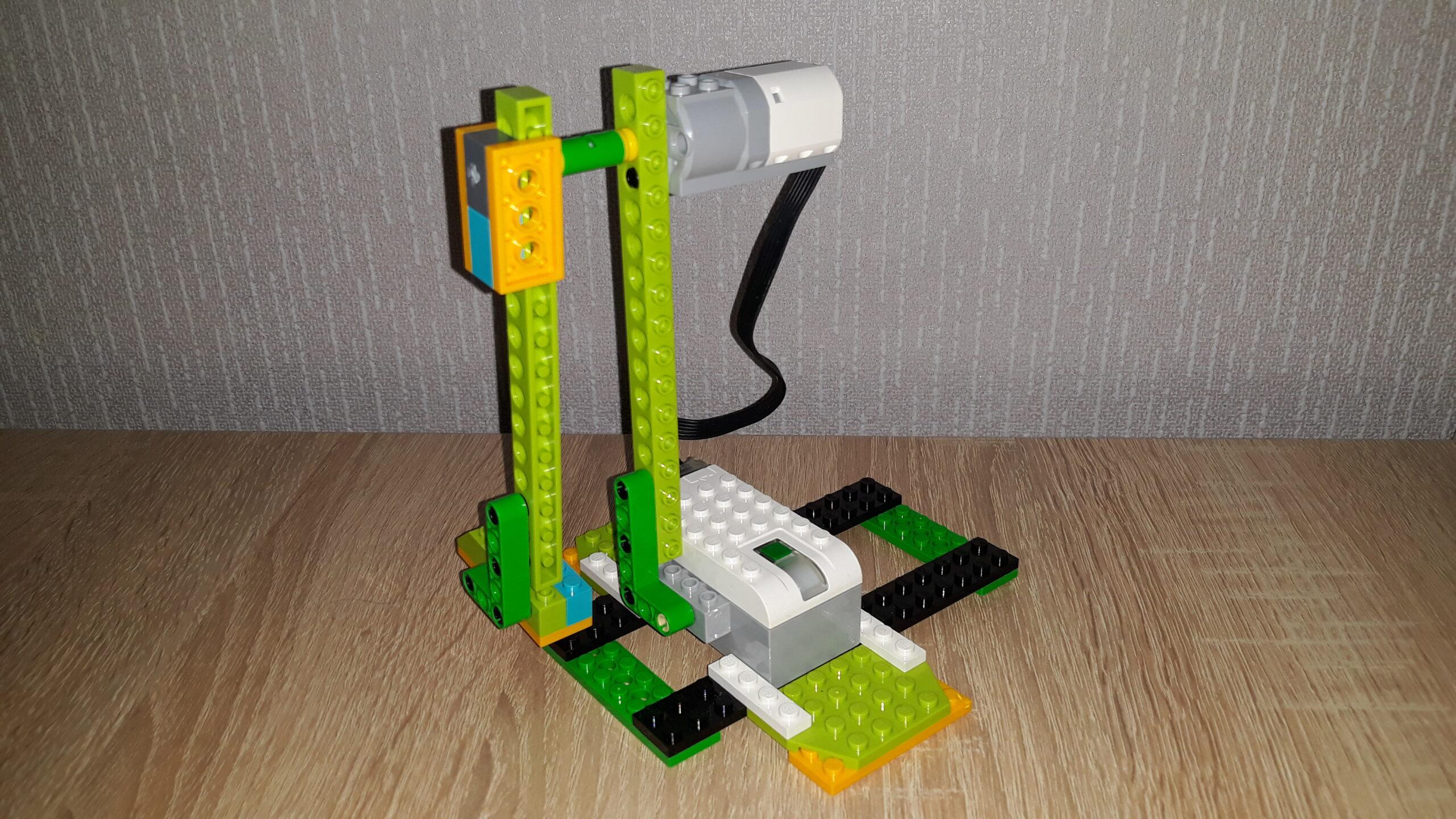 Инструкция по сборке из набора LEGO Education WeDo 2.0 Пинающий футболист