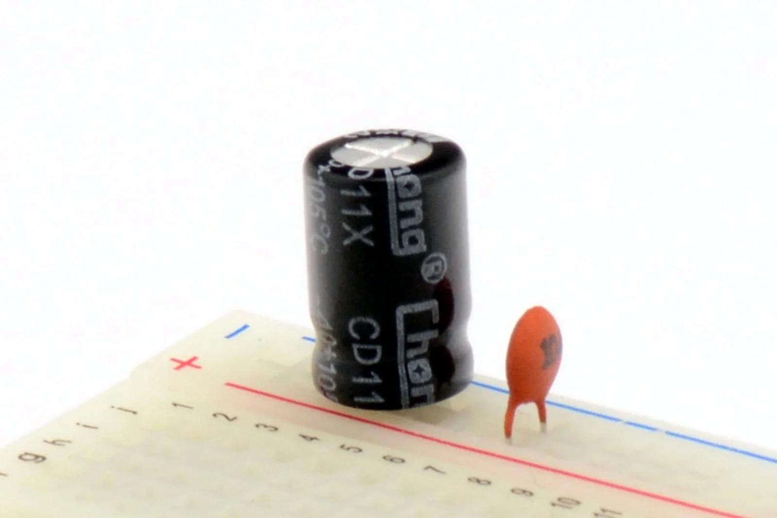 Фильтр из электролитического и керамического конденсатора