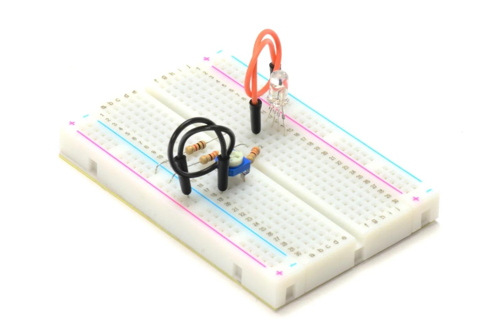 Пример реализации схемы с RGB-диодом и потенциометром