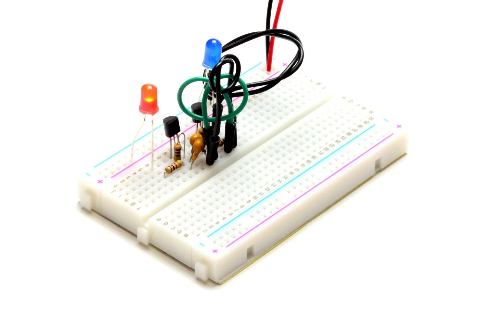 Мультивибратор на транзисторах MOSFET N (горит красный светодиод)