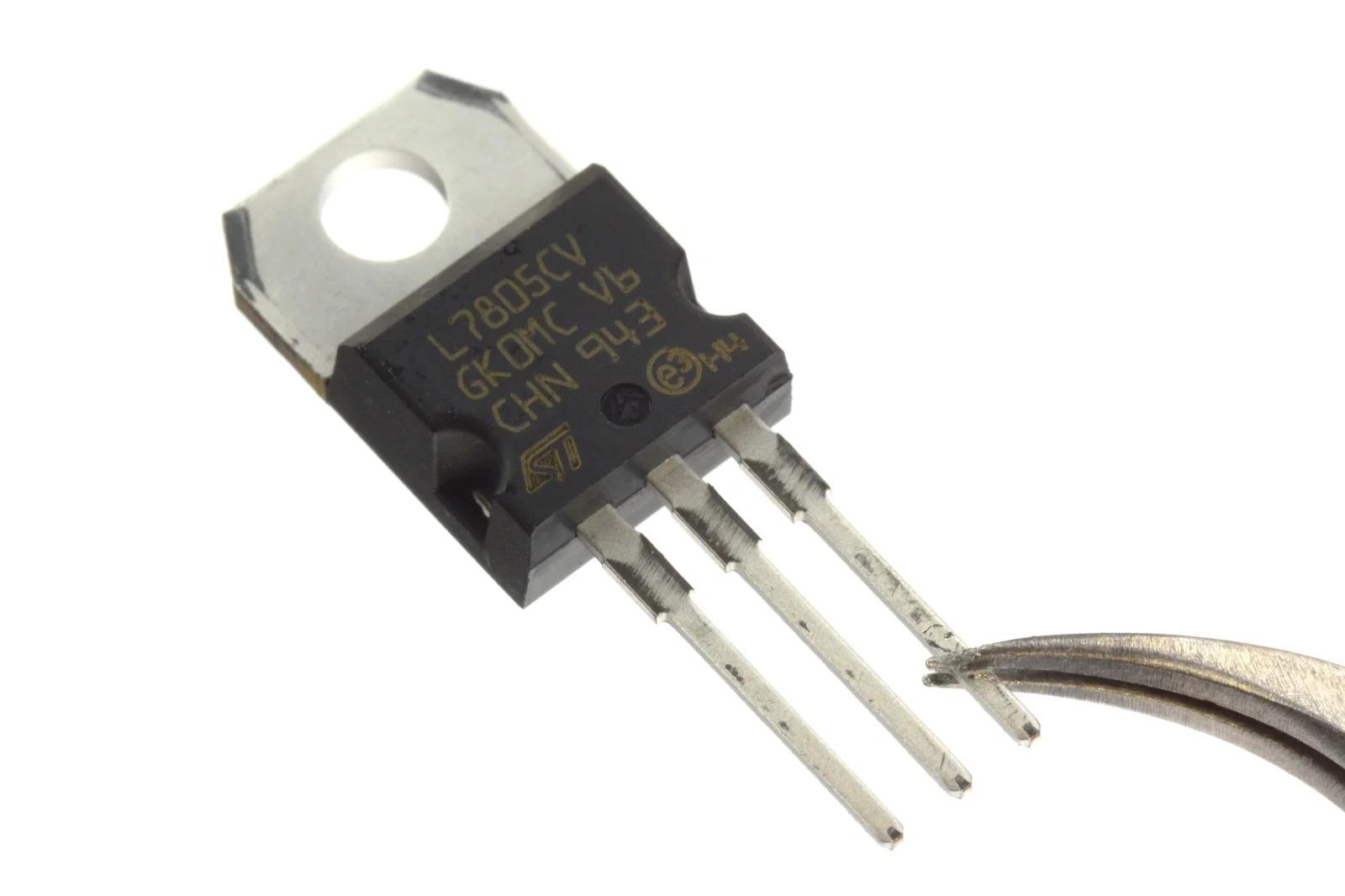 Популярный стабилизатор LM7805
